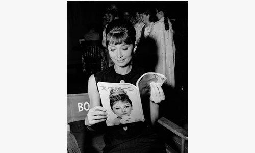 『噂の二人』撮影中のオードリー・ヘプバーン(1961年) ⒸKindaieigasha
