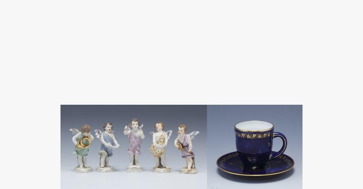画像:左 マイセン1890-1900年音楽を奏でる5人の天使、右 セーブル1941年ブルーラピC&S